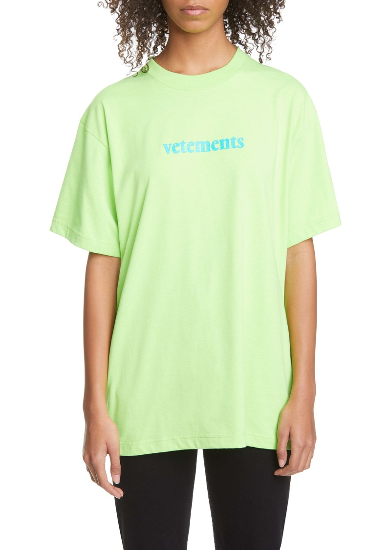Vetements Logo Shipping Label Graphic Tee