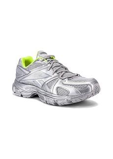 VETEMENTS Spike Runner 200 Sneaker