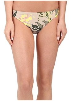 Vince Camuto Crete Flower Classic Bottom