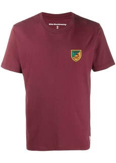White Mountaineering emblem motif T-shirt