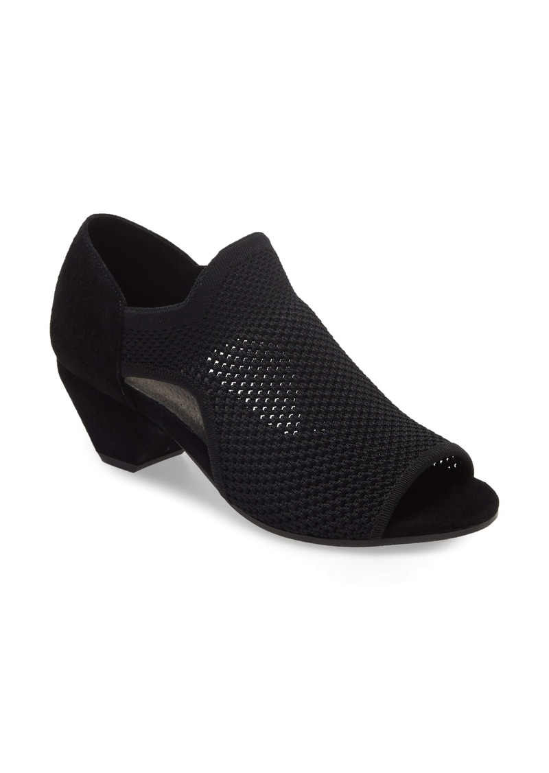 Eileen Fisher Wink Sandal (Women)