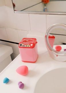 Urban Outfitters Exclusives Beauty Washing Machine